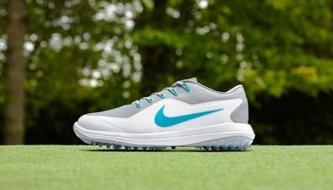 Nếu vợ chưa biết chọn quà gì cho chồng nhân dịp Giáng Sinh, hãy mua ngay Nike Golf Lunar Control Vapor 2