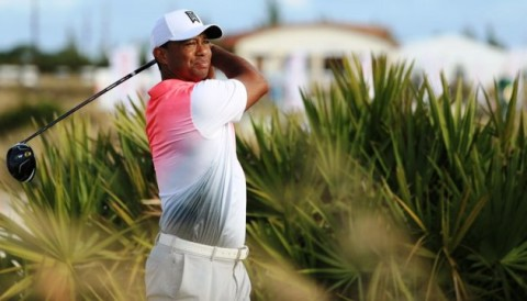 Tiger Woods ghi điểm âm ở vòng Pro-Am Hero World Challenge 2017