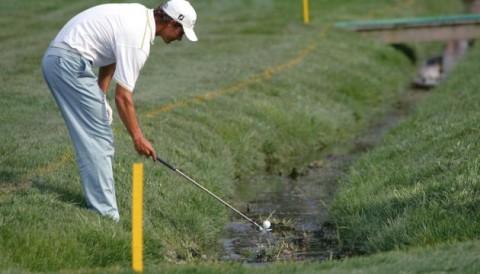 Ý nghĩa của màu cọc và vạch kẻ ở trên sân golf
