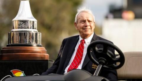 Forbes: Huyền thoại Arnold Palmer chỉ xếp sau vua nhạc Pop về kiếm tiền khủng dù đã qua đời
