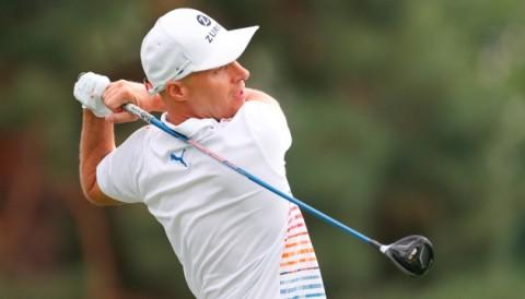 Golfer nhận 8 gậy phạt và sau đó bị truất quyền thi đấu
