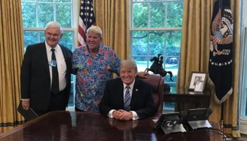 Tổng thống Donald Trump mời bạn thân John Daly đến nhà trắng