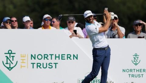 Vòng 1 The Northern Trust: Dustin Johnson kém người dẫn đầu 1 gậy cách biệt