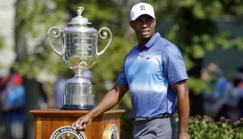 Tiger Woods gửi lời chúc mừng Justin Thomas trên mạng xã hội Twitter
