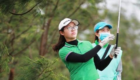 VĐQG Nữ 2017: Ghi điểm Eagle, Khuê Minh từ chối giải thưởng ngàn đô của sân đấu