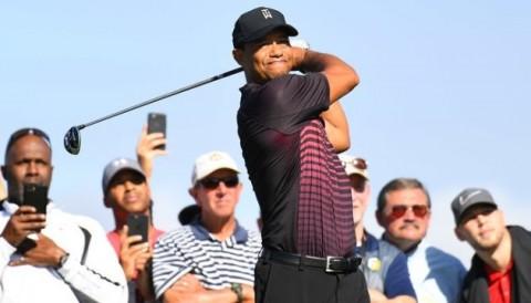 Tiger Woods ghi even par vòng 1 Farmers Insurance Open 2018