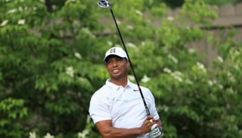 Lưng khó cử động, Tiger Woods chật vật về evenpar vòng 1 the Memorial