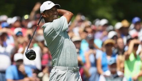 Tiger Woods nhảy vọt lên top đầu sau hai vòng đấu đánh 66 gậy ở PGA Championship