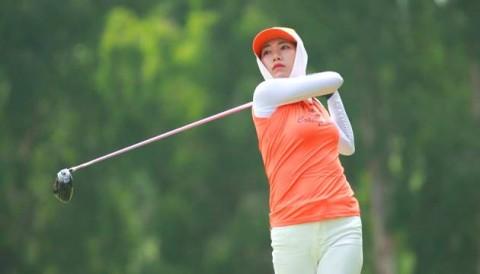 Các golfer nữ khoe sắc tại Vietnam Caddies Championship