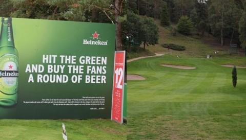 Fan được uống bia miễn phí tại giải Made in Denmark