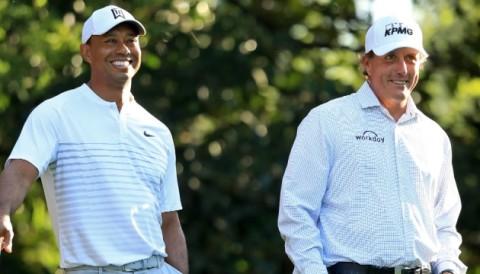 Fan bình luận hài hước khi Phil Mickelson mặc áo sơ mi lúc đấu tập với Tiger Woods