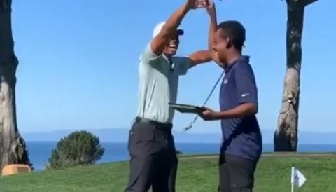 Cậu sinh viên lập trình Robot giúp Tiger Woods gạt bóng mà không cần gậy