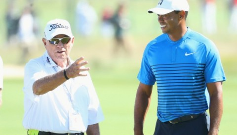 Tiger Woods gặp lại thầy Butch Harmon ở vòng đấu tập US Open 2018