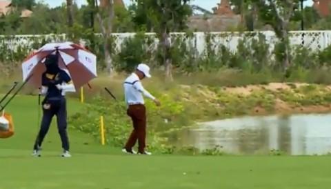 Golfer vô tình phạm luật được ghi lại qua livestream