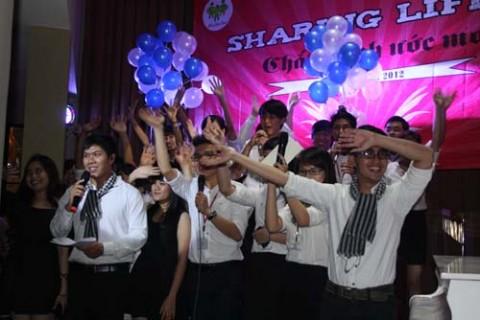 Sôi động đêm nhạc gây quỹ từ thiện Sharing Life